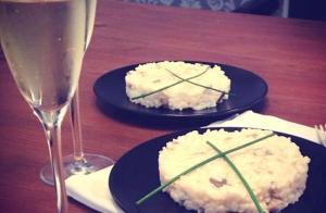 Excelente menú con tostas, risotto, postre y bebida