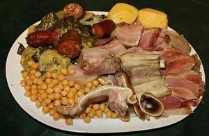 Menú con Cocido, sopa o caldo, filloa y café de pota