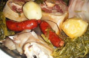 Completo menú con cocido, sopa, postre y botella de vino