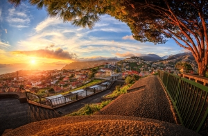 Escapada de 3 noches a Madeira. Hotel, Vuelo y más. Salidas desde Oporto. Incluidos puentes y festivos.