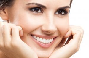 Limpieza facial con peeling ultrasónico y cosmética ECO con tratamiento energizante o extra-reafirmante