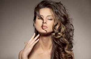 Sesión peluquería con corte y opción a bótox capilar y color