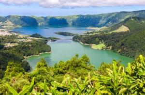 Escapada de 3 noches a Las Azores. Hotel, Vuelo y más. Salidas desde Oporto. Incluidos puentes y festivos.