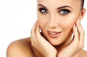 Efectivo tratamiento facial: radiofrecuencia y contorno de ojos