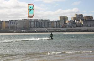 Kitesurf: Bautismo de 2 o 3 horas en la costa lucense