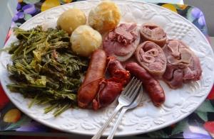 Disfruta de la mejor cocina tradicional gallega en las jornadas gastron�micas de Restaurante Green Golf en Mi�o con este men� con sopa de cocido, lac�n, chorizo, cachola, grelos, patatas, filloas u orejas y caf� o chupito.  Restaurante Green Golf