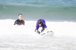Bautismo de surf de 2 horas para 2 o 4 personas