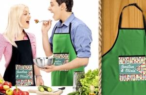 �A tu pareja le encanta la cocina? Si ese es el caso, <strong>sorprende a tu pareja este San Valent�n con unos delantales totalmente personalizados que le har�n sentir como un gran chef.</strong> �Elige entre dos colores: negro o verde!