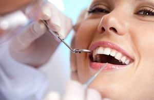 Limpieza dental con opción a embellecer tu sonrisa con una joya dental