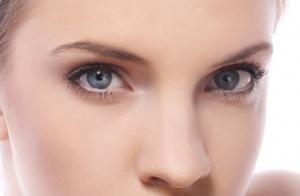 Devuelve a tus ojos su luminosidad y vitalidad. Revitaliza el contorno de ojos con este exclusivo tratamiento.