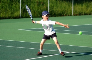 Campamento deportivo de pádel o tenis para niños